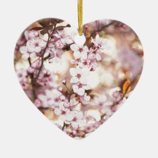 Flor dulce adorno de cerámica en forma de corazón