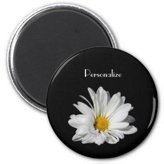 Flor elegante de la margarita blanca con nombre imán