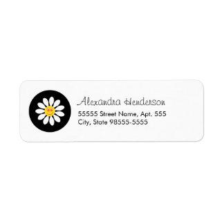 Flor femenina de la margarita blanca de la cara etiqueta de remitente