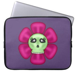 Flor fresca del cráneo del zombi funda para portátil