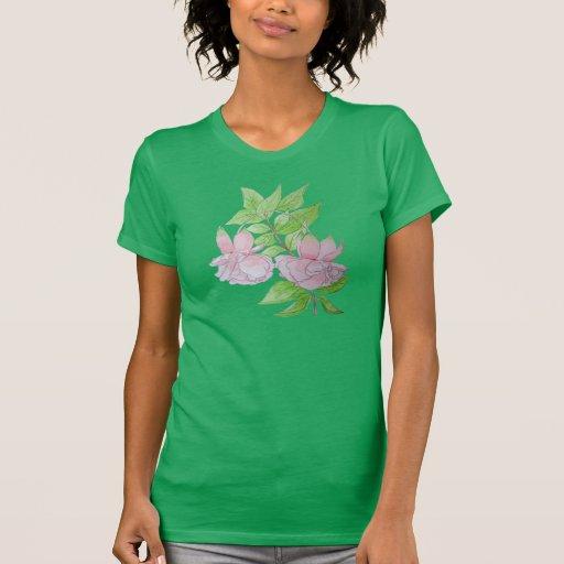 Flor fucsia rosada con arte del color de agua de camiseta