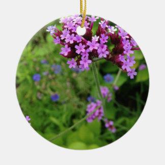 Flor púrpura de Penland: Sallie por mi lado Adorno Navideño Redondo De Cerámica