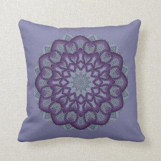 Flor púrpura del Gota-work Cojín Decorativo