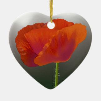 Flor roja de la amapola adorno navideño de cerámica en forma de corazón