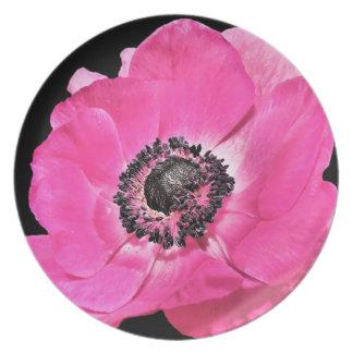 Flor rosada de la anémona plato de cena