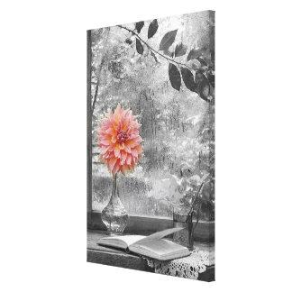 flor rosada en una impresión de la lona del día