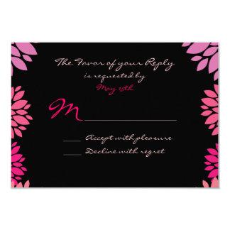 Flor rosada y negra púrpura que casa las tarjetas invitacion personal