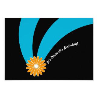 Flor sofisticada del cumpleaños en trullo y negro invitación 8,9 x 12,7 cm