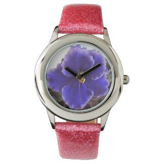 Floración de la violeta africana relojes de mano