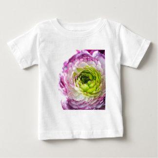 Floración del ranúnculo camiseta de bebé