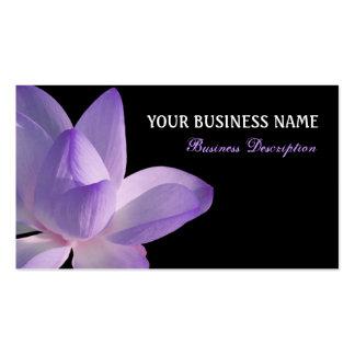 Floración púrpura de Lotus en negro Tarjeta Personal
