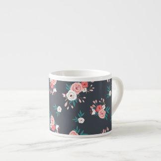 Floración rosada en negro taza de espresso