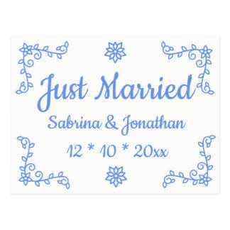 Floral azul apenas casado casando la invitación