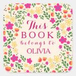 Floral bonito colorido este libro pertenece los calcomanía cuadrada personalizada