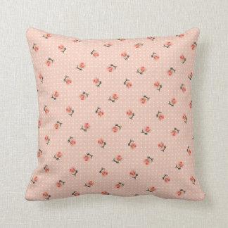 Floral rosado y puntos del vintage cojín decorativo