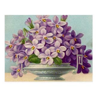 Florero del vintage de flores púrpuras postal