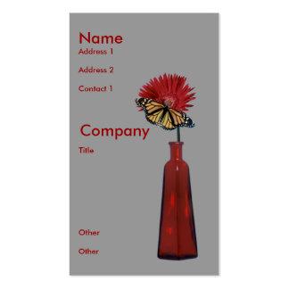 Florero, flor, y mariposa rojos tarjetas de negocios