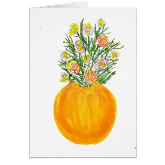 Florero y flores anaranjados tarjeta de felicitación