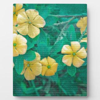 Flores amarillas en la naturaleza placa expositora