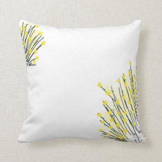Flores amarillas preciosas que dibujan la almohada