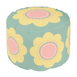 Flores amarillas y rosadas del bebé del vintage en pouf