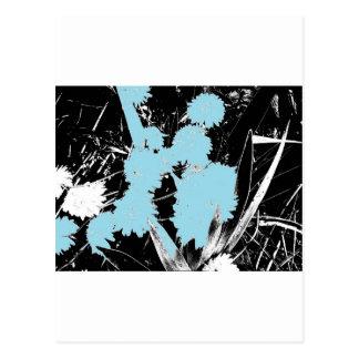 Flores azules claras en blanco y negro postal