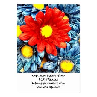 Flores azules coloridas de las margaritas de tarjetas de visita grandes