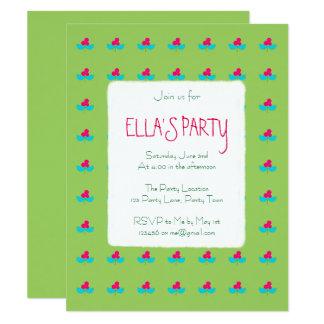 Flores azules y rosadas en verde invitación 10,8 x 13,9 cm