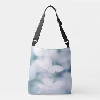 Flores blancos hermosos bolso cruzado