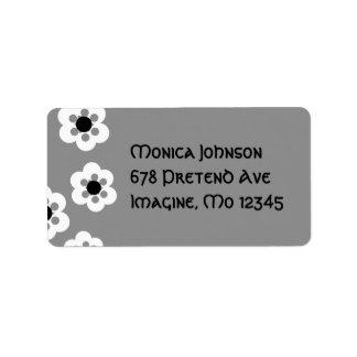 Flores blancos y negros etiquetas de dirección