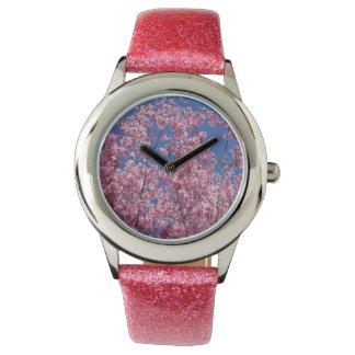 Flores de cerezo de Sakura en el azul Relojes