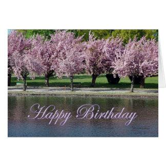 Flores de cerezo del rosa del feliz cumpleaños que tarjeta de felicitación