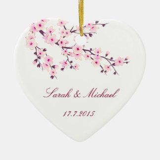Flores de cerezo que casan el ornamento del favor