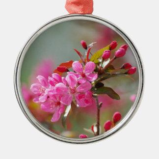 Flores de cerezo rosadas oscuras ornamento de reyes magos