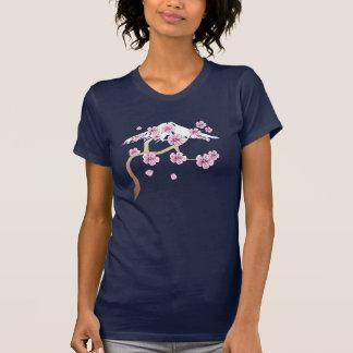 Flores de cerezo y camiseta del monte Fuji