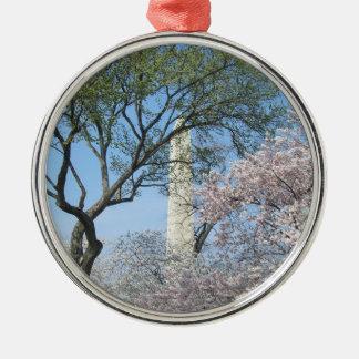 Flores de cerezo y el monumento de Washington Adorno Redondo Plateado