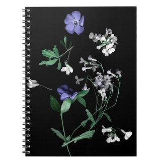 Flores de la primavera en el cuaderno negro (80