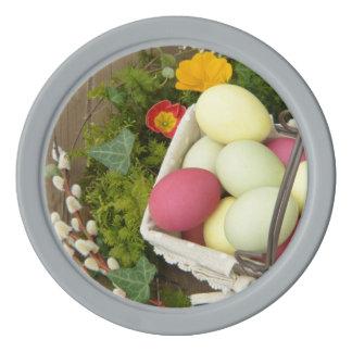 Flores de la primavera y cesta de huevos de Pascua Fichas De Póquer