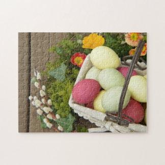Flores de la primavera y cesta de huevos de Pascua Puzzle