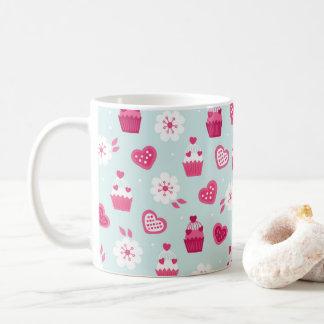 Flores de las magdalenas de los corazones del taza de café