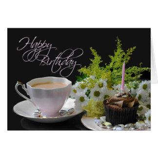 Flores del cumpleaños del té Yum de una torta del Tarjeta De Felicitación