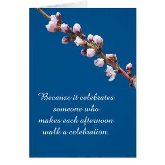 Flores del melocotón y tarjeta de cumpleaños de la