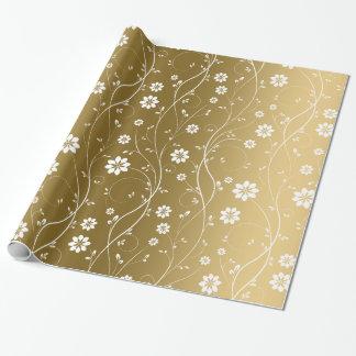 Flores delicadas blancas en fondo del oro papel de regalo