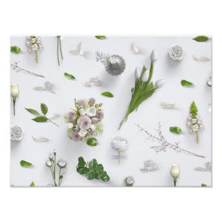 Flores dispersadas blancas impresiones fotográficas