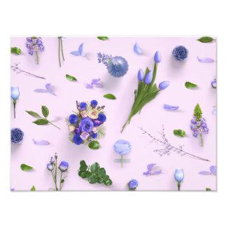 Flores dispersadas púrpuras fotografia