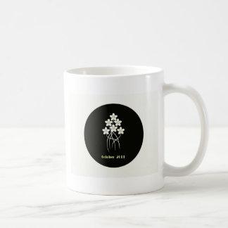 Flores en el granito 2011 taza básica blanca