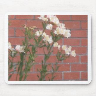 Flores en ladrillo alfombrilla de ratón