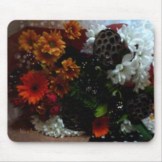 Flores en una estera alfombrilla de ratón