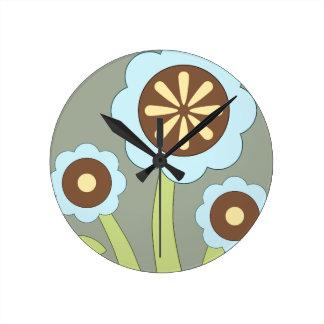 Flores felices reloj redondo mediano