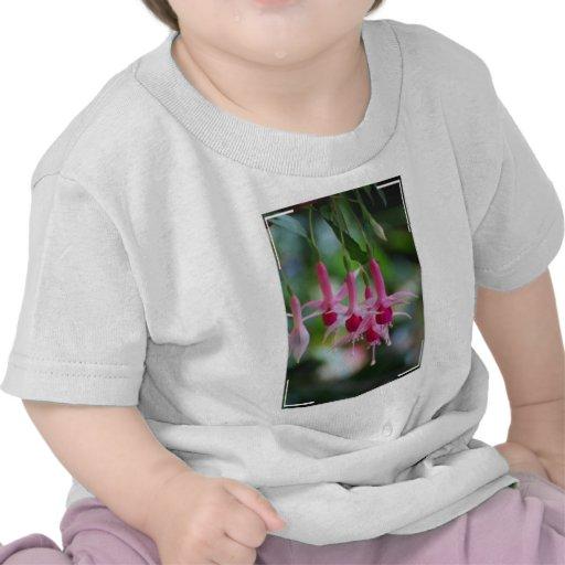 Flores fucsias rosadas bonitas camiseta